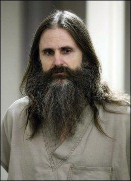I FENGSEL: Bildet viser Brian David Mitchell på vei inn i et fengslingsmøte i Salt Lake City. Mitchell ble dømt til fengsel på livstid for kidnappingen av Elizabeth Smart. Foto: AP
