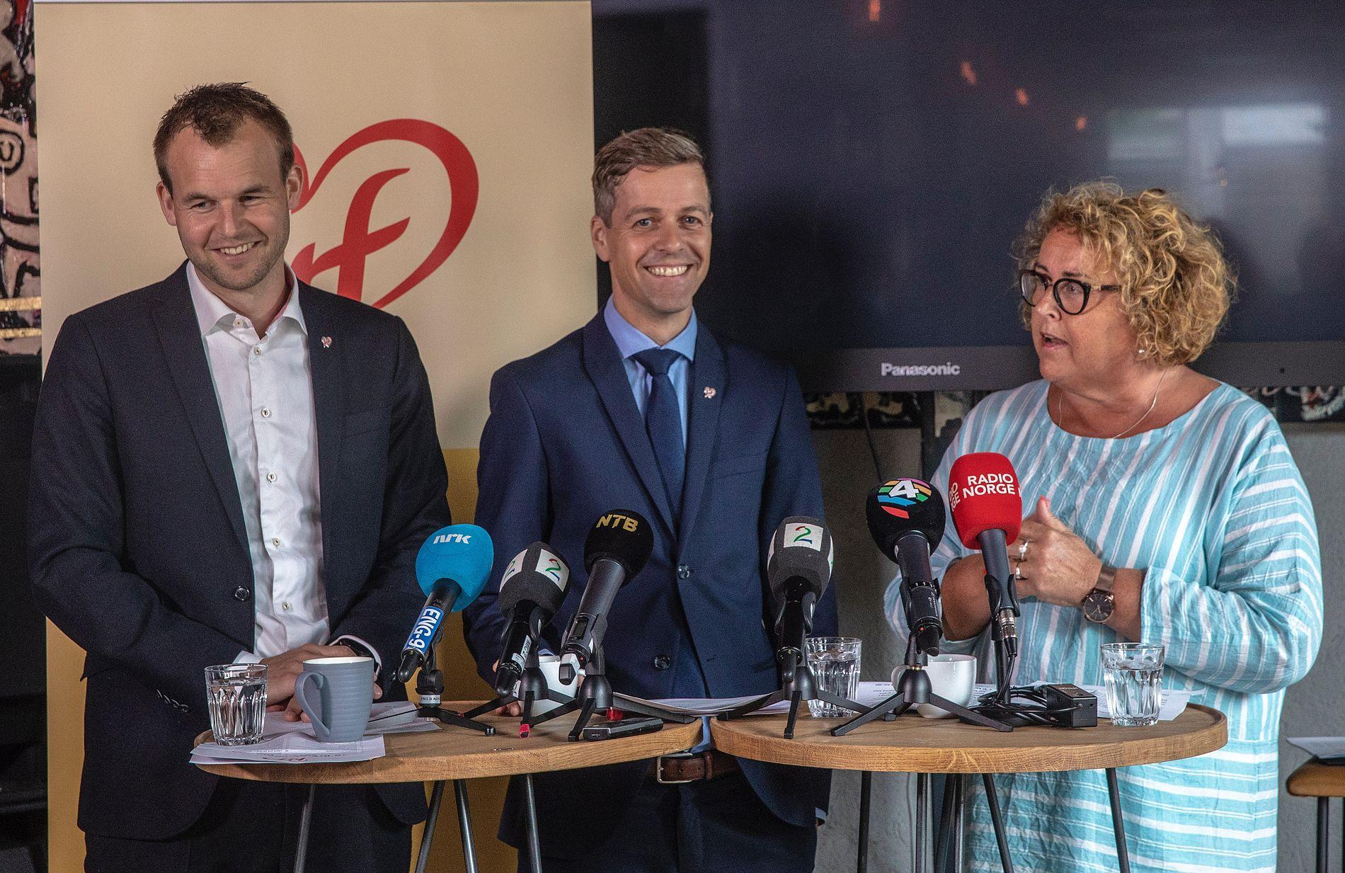 STORE SEIRE: KrF-ledelsen med Knut Arild Hareide (i midten) og nestlederne Kjell Ingolf Ropstad og Olaug Bollestad  feirer mange politiske seire, men trekker ikke nye velgere, ifølge målingene.