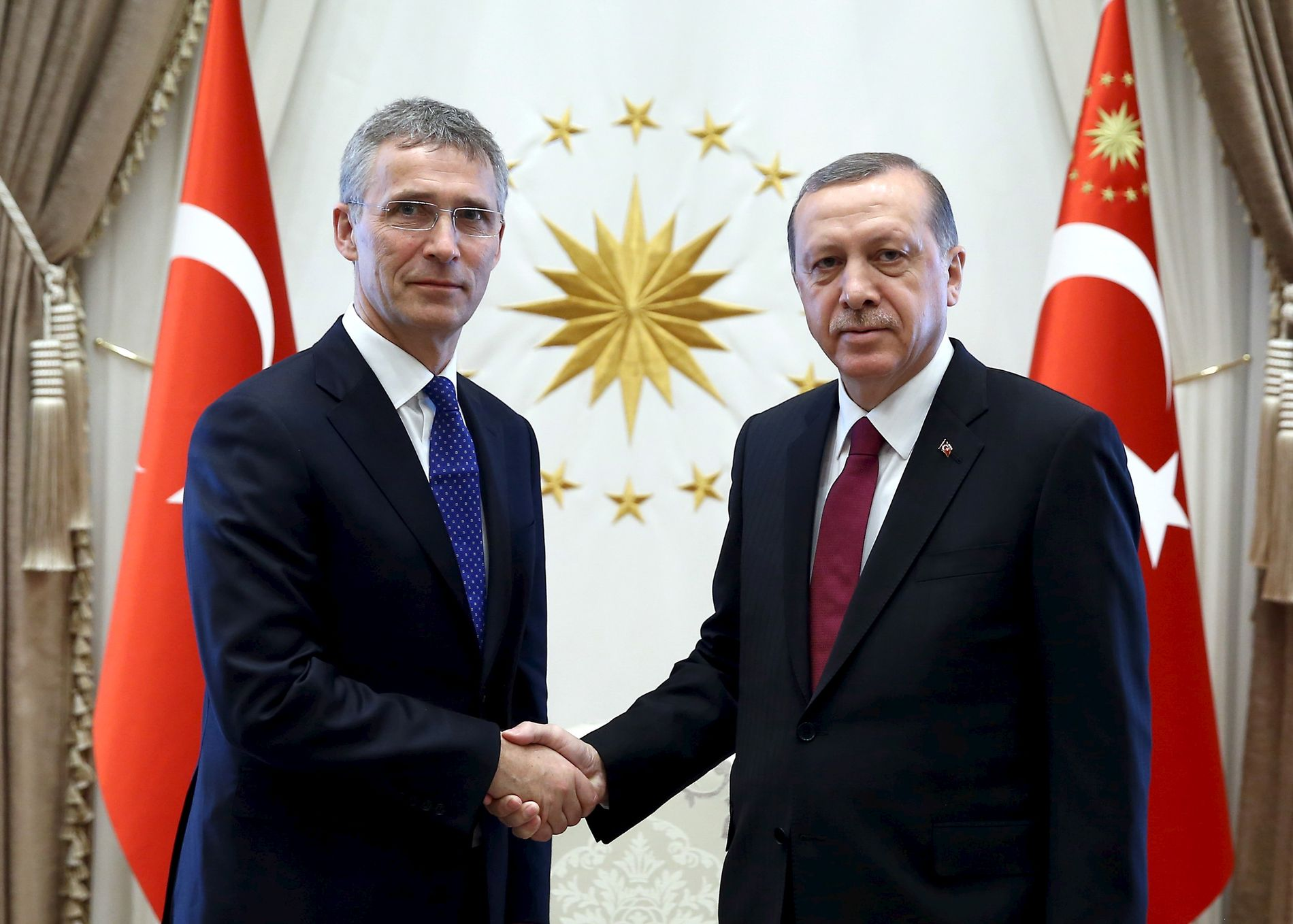 MØTE I TYRKIA: NATOs generalsekretær Jens Stoltenberg og Tyrkias president Recep Tayyip Erdogan under et møte i Ankara høsten 2017.