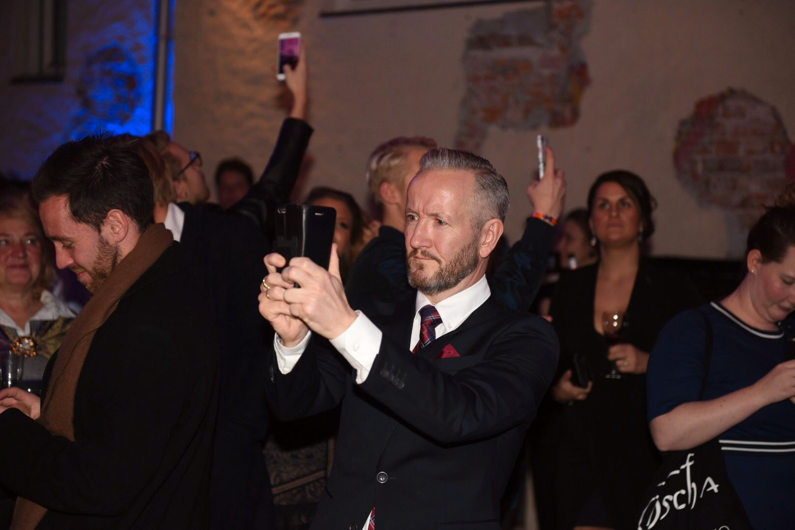PYNTET: Geir Magne Haukås syns det er fint å være på festen.