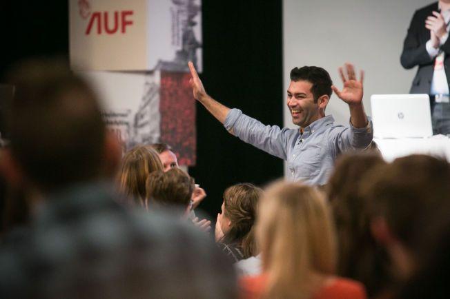 AUF-LEDER: Mani Hussaini ble valgt til ny leder av AUF under Arbeidernes ungdomsfylking (AUF) sitt landsmøte i Oslo søndag. Foto: Audun Braastad / NTB scanpix