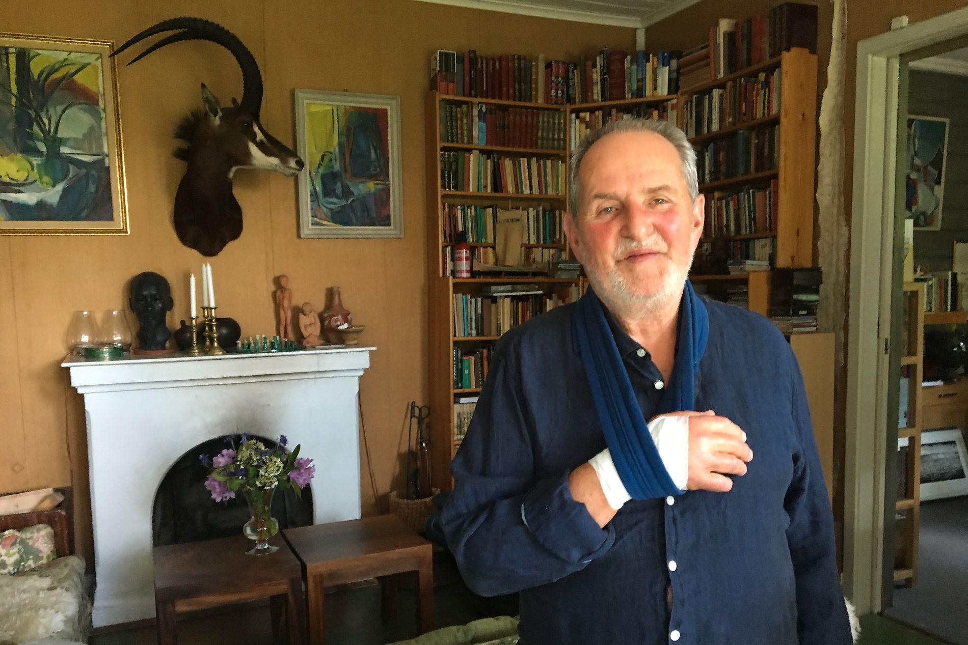 HJEMME I STUA: Jon Michelet fotografert hjemme i stua på Larkollen i forbindelse med det siste store intervjuet han gjorde med VG sommeren 2016.