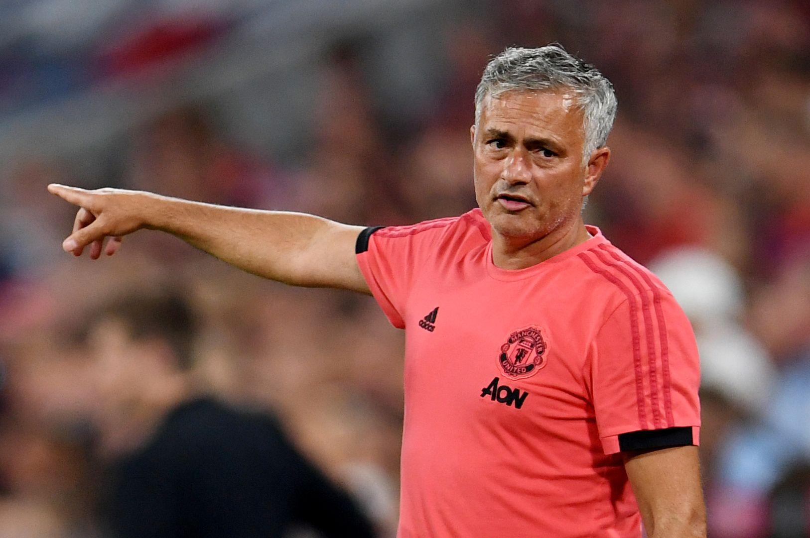 KAN VI HENTE HAM? Manchester United-manager José Mourinho er etter sigende lysten på å få inn Bayern Münchens Jerome Boateng. For ordens skyld: det er heller usikkert om Mourinho peker på Boateng på bildet.