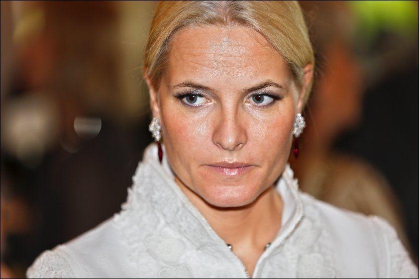 OPERERT: Kronprinsesse Mette-Marit har slitt med nakkeproblemer i årevis. Foto: Gisle Oddstad