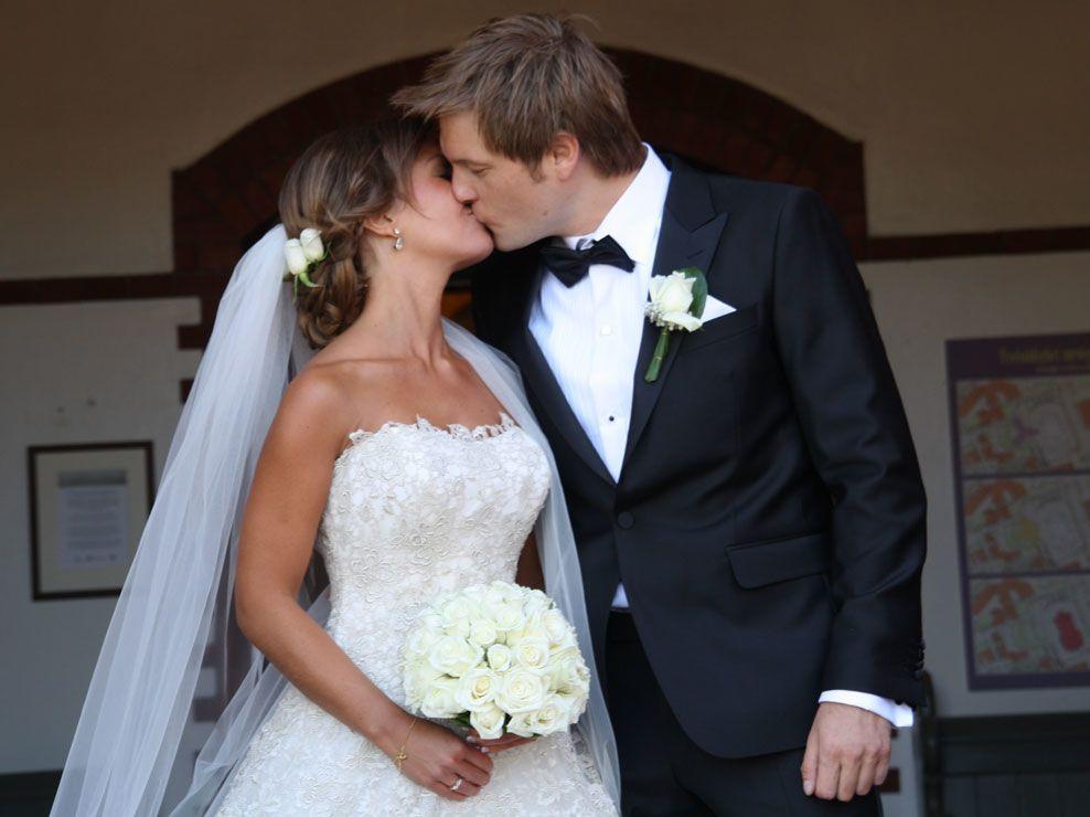BRYLLUPSKYSSET: Gaute Ormåsen og Marie Enoksen er nå mann og kone. Foto: FRANK ASBJØRN HOLE NILSEN
