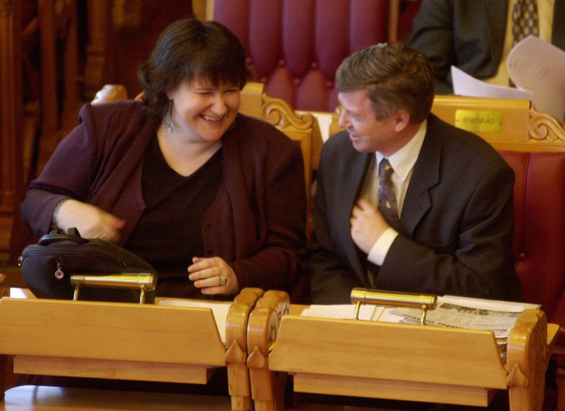 GOD KJEMI: Miljøvernminister Guro Fjellanger og statsminister Kjell Magne Bondevik under en spørretime i 2000.