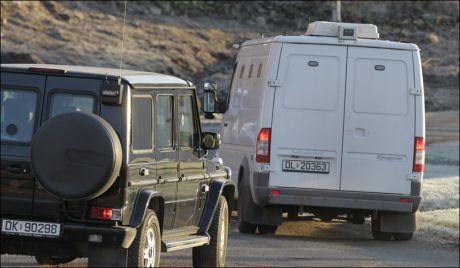 KJØRTE FRA FENGSLET: Anders Behring Breivik ble kjørt fra Ila fengsel cirka klokken 9.20. Foto: Trond Solberg