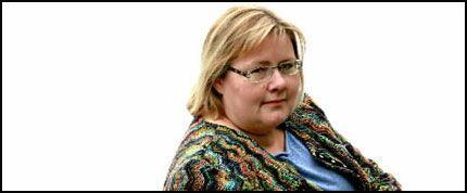 FORBANNET: Erna Solberg er ganske sjokkert og forbannet når hun setter seg inn i bakgrunnsmaterialet. - Det de gjorde er illojalt i forhold til politiske instrukser, tordner Erna Solberg. Foto: Roger Neumann