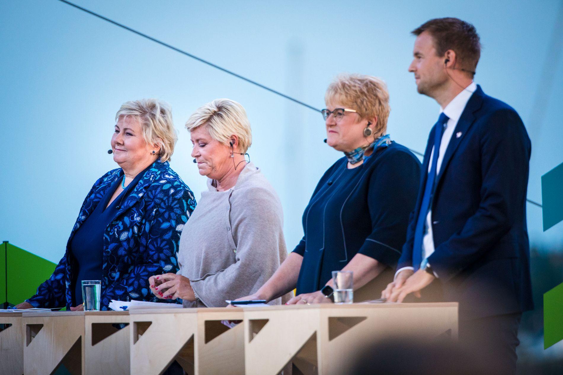 IKKE FERDIGE: Partilederne i regjeringen forhandler fortsatt, men skal nærmer seg en løsning. Fra venstre Erna Solberg, Siv Jensen, Trine Skei Grande og Kjell Ingolf Ropstad under partilederdebatten i Arendal mandag kveld.