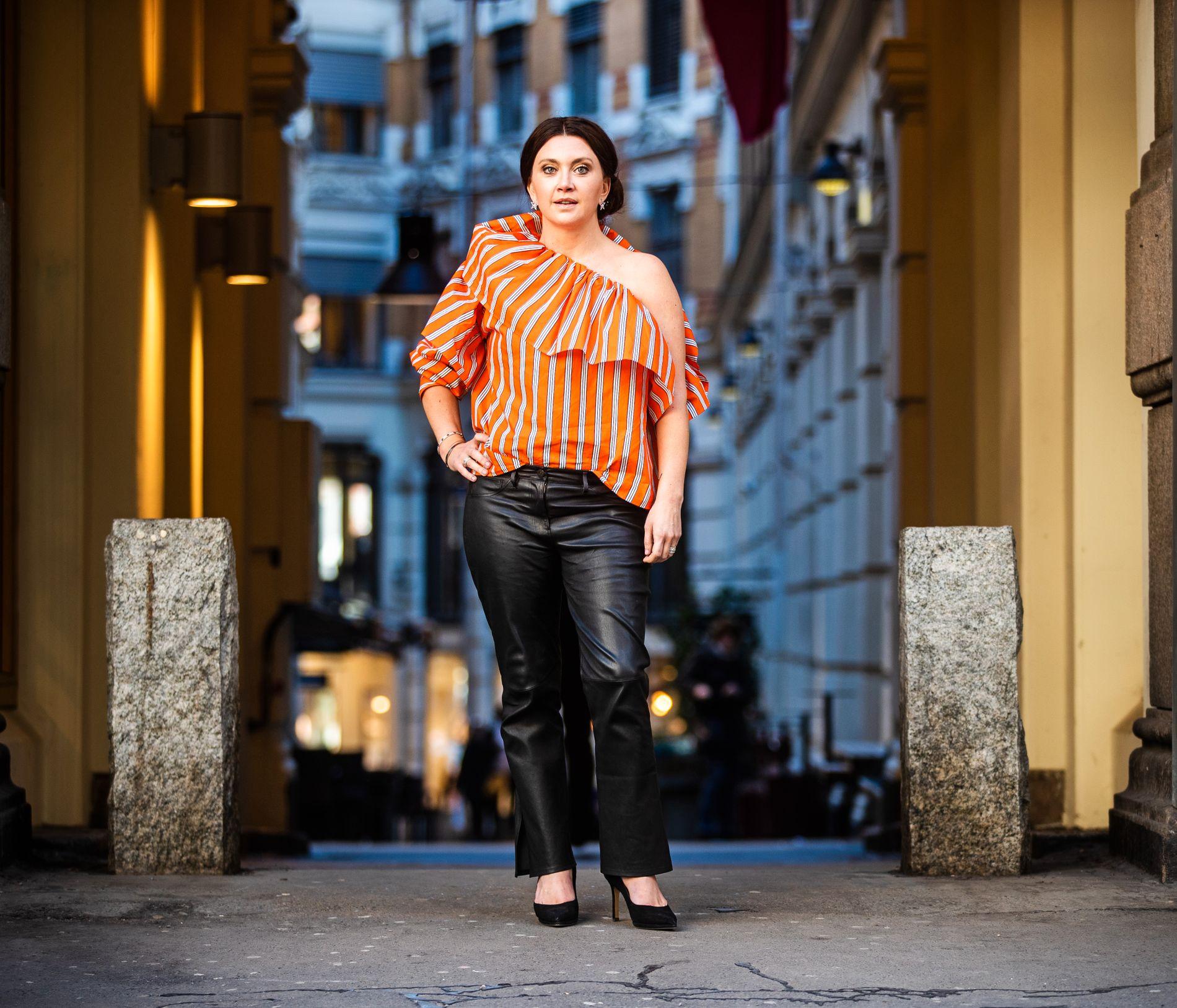 NERDENES HEVN: Camilla Läckberg (44) var ikke en av de populære da hun var yngre – og forteller at hun først vokste inn i sitt eget skinn da hun passerte 30 år. Nå er hun en av Sveriges best betalte forfattere.