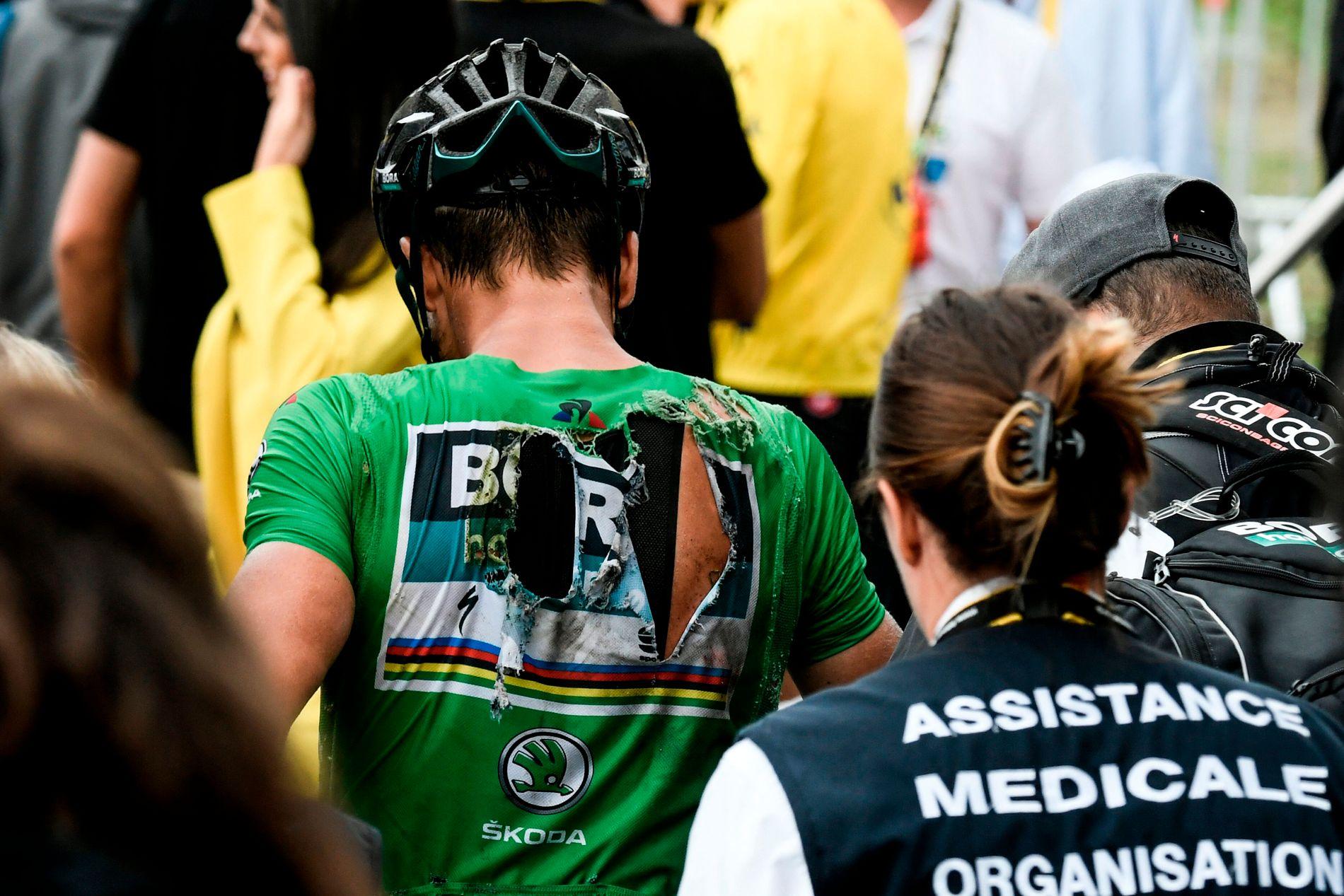 SMERTEFULLT: Peter Sagan veltet i høy fart i en utforkjøring onsdag ettermiddag. Her er han etter etappen.
