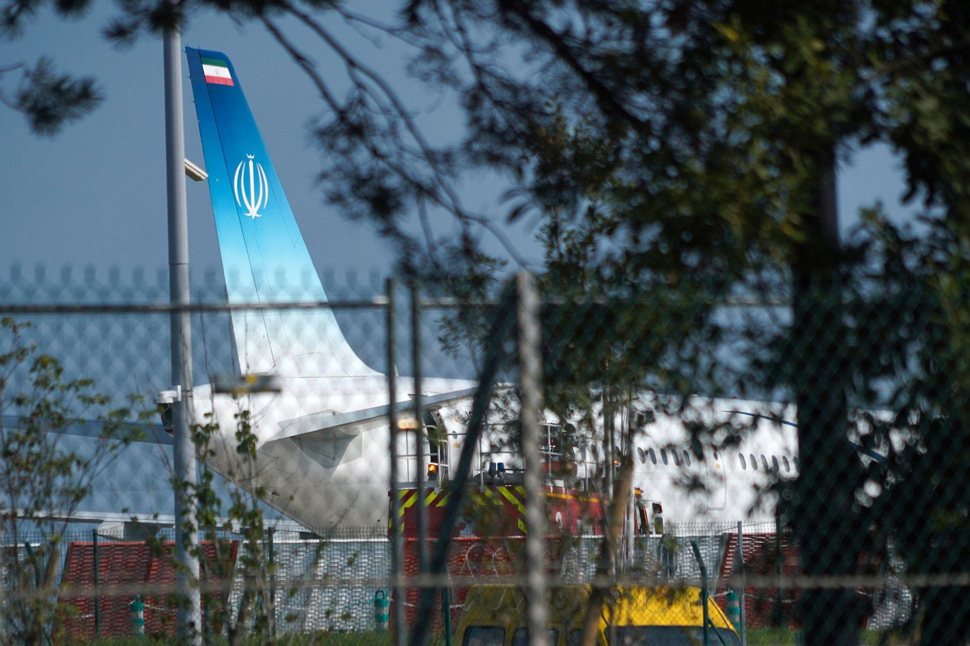 LANDET: Det iranske flyet med Irans statsminister Mohammad Javad Zarif har landet i Frankrike.