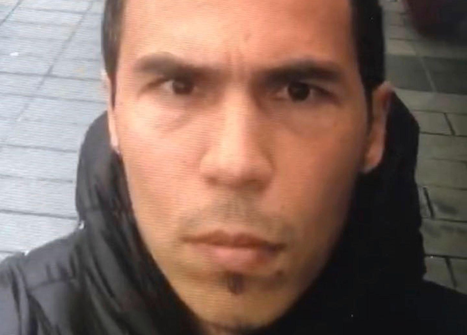 ETTERLYST: Tyrkisk politi har tidligere etterlyst denne mannen som antatt gjerningsperson bak nattklubbangrepet. Det er ikke bekreftet at det er den samme mannen tyrkiske myndigheter nå har identifisert.
