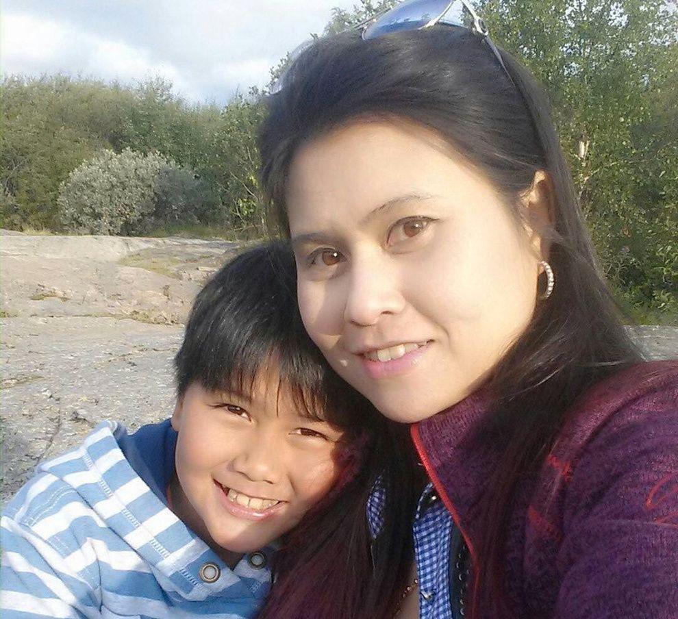 DREPT: 37 år gamle Pimsiri Songngam og hennes tolv år gamle sønn Petchngam Songngam.
