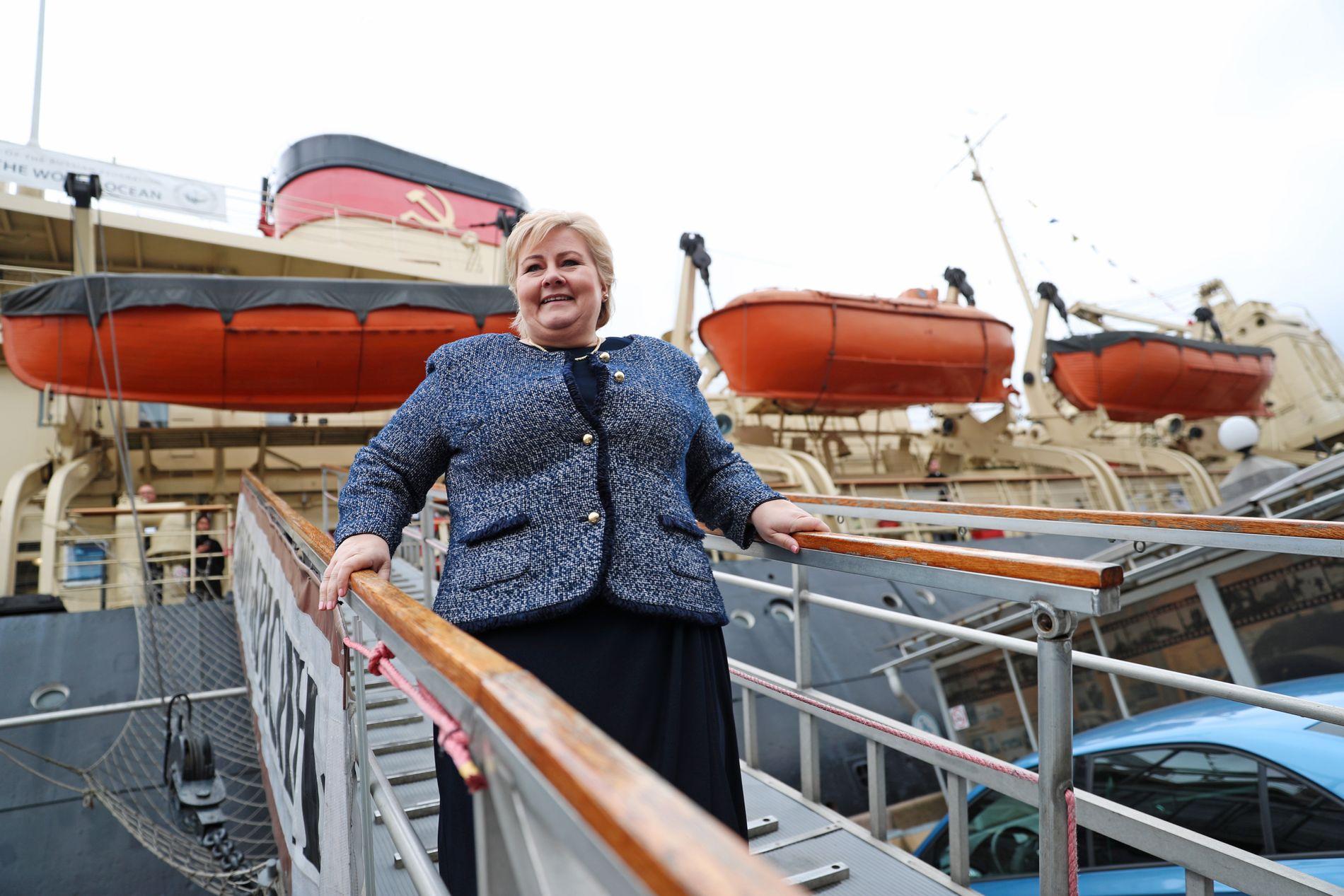 FØR MØTET: Tirsdag morgen møtte Erna Solberg pressen før konferansen Arctic forum og møtet med president Vladimir Putin.