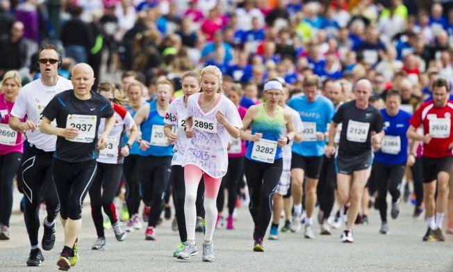 ØK DIN LEVEALDER: God kondisjon øker sannsynligheten for at du får leve lenger. Løping er en av de beste måter å trene den opp på. Bildet er tatt under Sentrumsløpet i Oslo. Foto: Vegard Grøtt / NTB scanpix