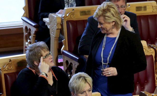 HØR NÅ HER: Finansminister Siv Jensen (Frp) og leder i Venstre (V) Trine Skei Grande er rykende uenige om bilavgiftene. Her fra Stortinget tidligere i år.