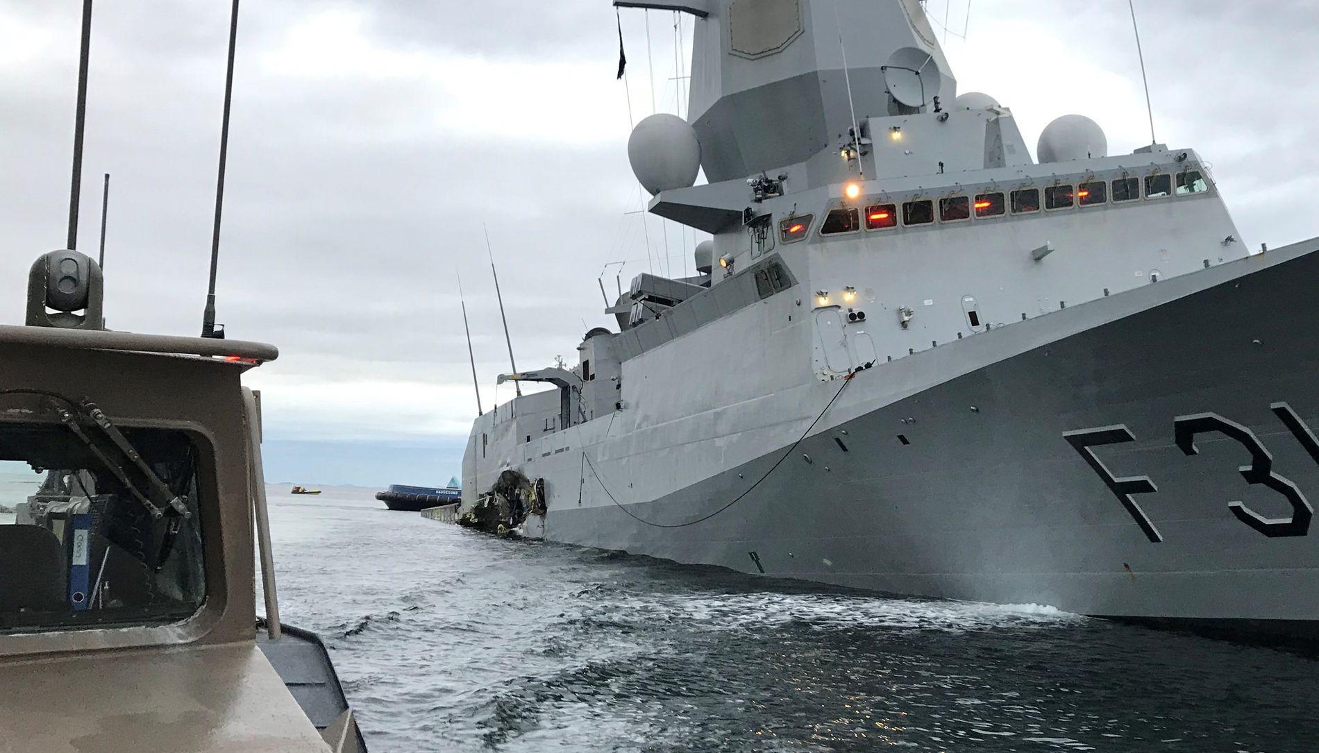 BANESÅRET: Slik var situasjonen tidlig om morgenen 8. november i fjor. Sjøforsvarets stolte fregatt hadde fått banesåret – en 20 meter lang flenge på akterskipet som gikk under vannlinjen og førte til at skipet til slutt sank.