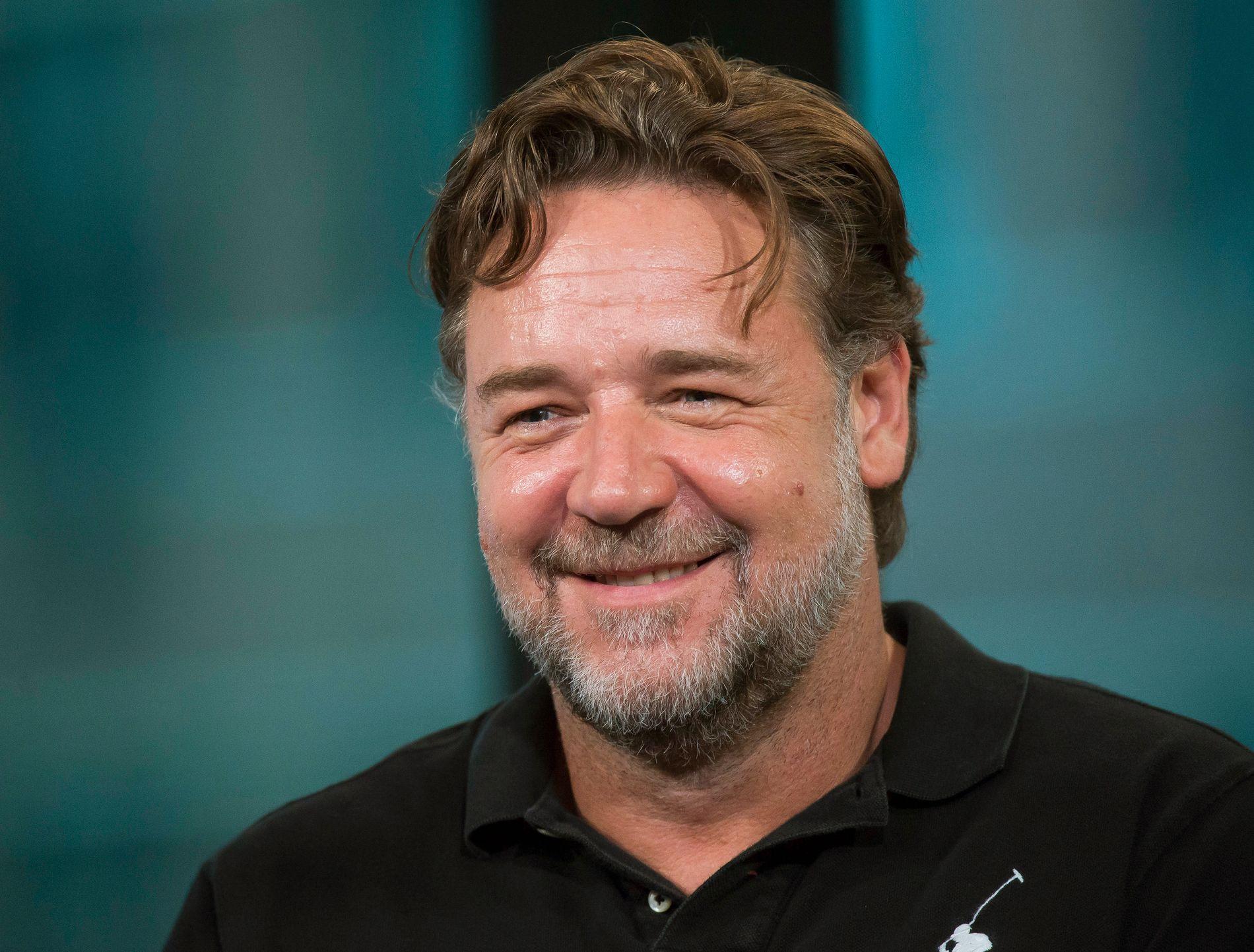 I ORDKRIG: Russell Crowe havnet i en humoristisk feide da han auksjonerte bort effekter fra filmkarrieren.