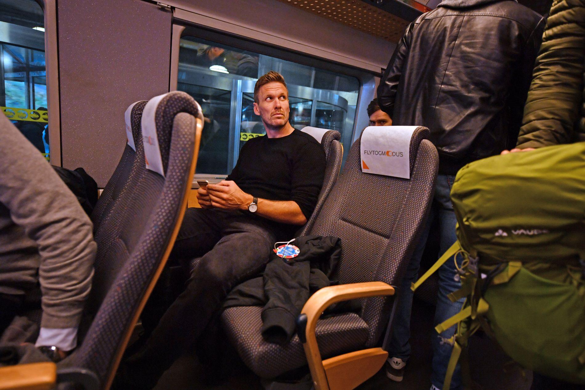 KJØRER KOLLEKTIVT: Ferden fra Gardermoen til Oppegård om Oslo S ble foretatt med blant Flytoget for Frode Kippe etter cupsemifinaletriumfen mot Molde.