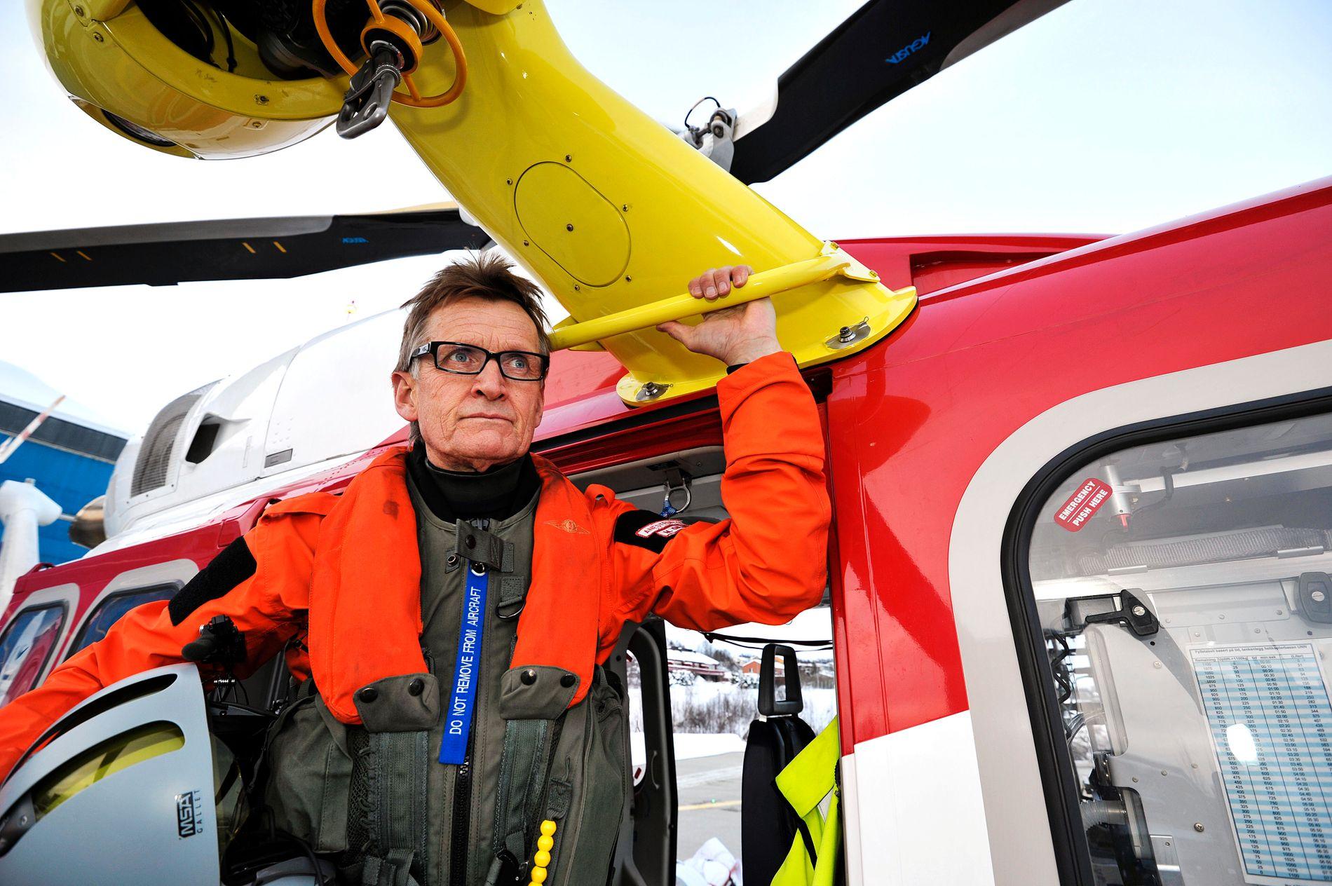 FLY FORBANNET: Overlege Mads Gilbert mener flyambulansekrisen kunne vært unngått, og at den nye operatøren må ta regningen. Her med et ambulansehelikopter i 2012.