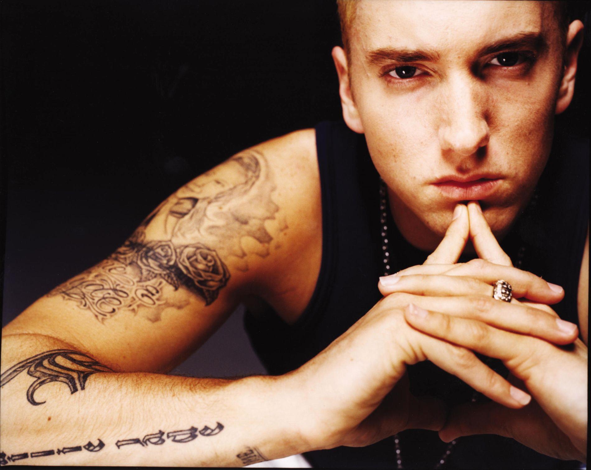 SLÅENDE LIKHET: Eminem, eller Marshall Matters som er hans egentlige navn, i 2002. Bare ett år skiller ham fra Mads Veslelia i dag, og der er kanskje den største forskjellen.