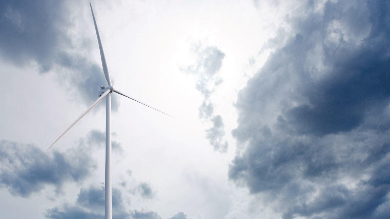 REKORDVEKST: Ordreinngangen er rekordhøy for vindkraft, og steg 111 prosent fra året før. Det er særlig Kina og USA som driver oppgangen, ifølge Wood Mackenzie. Dette er en Vestas-turbin på 5,6 megawatt, beregnet for landbaserte vindprosjekter.