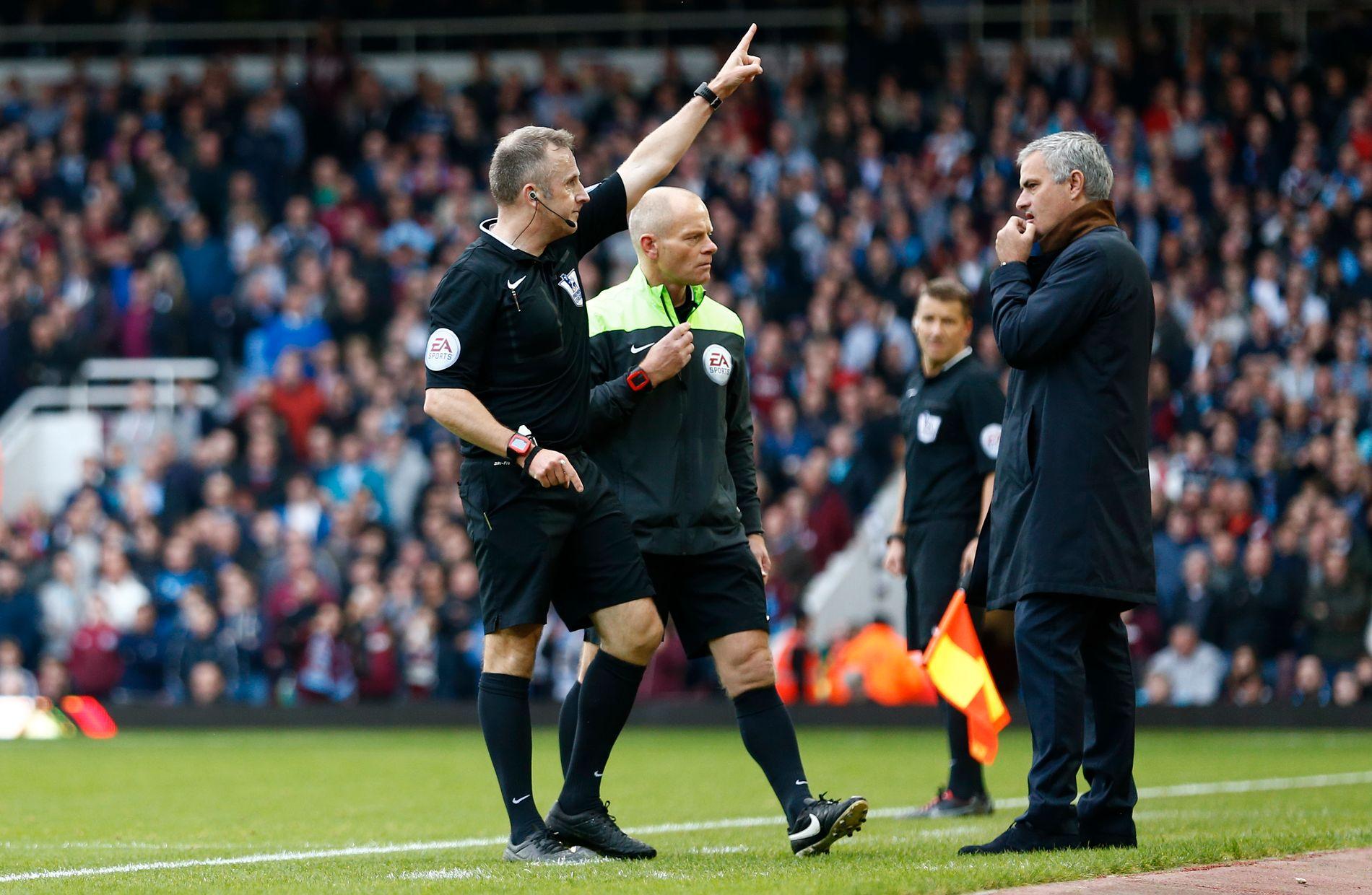 UT: José Mourinho har blitt sendt på tribunen flere ganger tidligere. Denne sesongen vil han få én kamps karantene om han mottar fire advarsler.