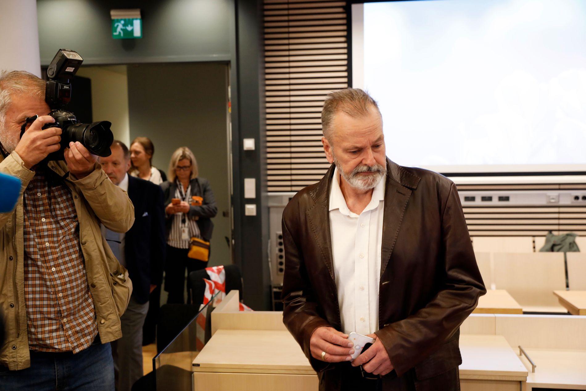 PÅ TILTALEBENKEN: De neste fem månedene må Eirik Jensen møte i ankesaken mot ham og Gjermund Cappelen. Her er han avbildet under første rettsdag i tingretten.