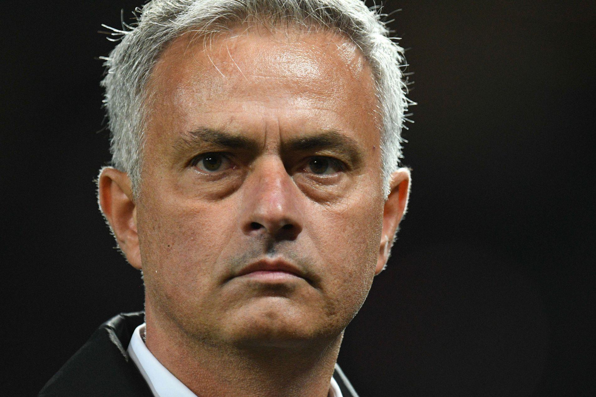 SPEKULASJONER: José Mourinho, Manchester United-manager, må tåle mange spekulasjoner rundt hans jobb om dagen. Her fra 0–3-tapet mot Tottenham.