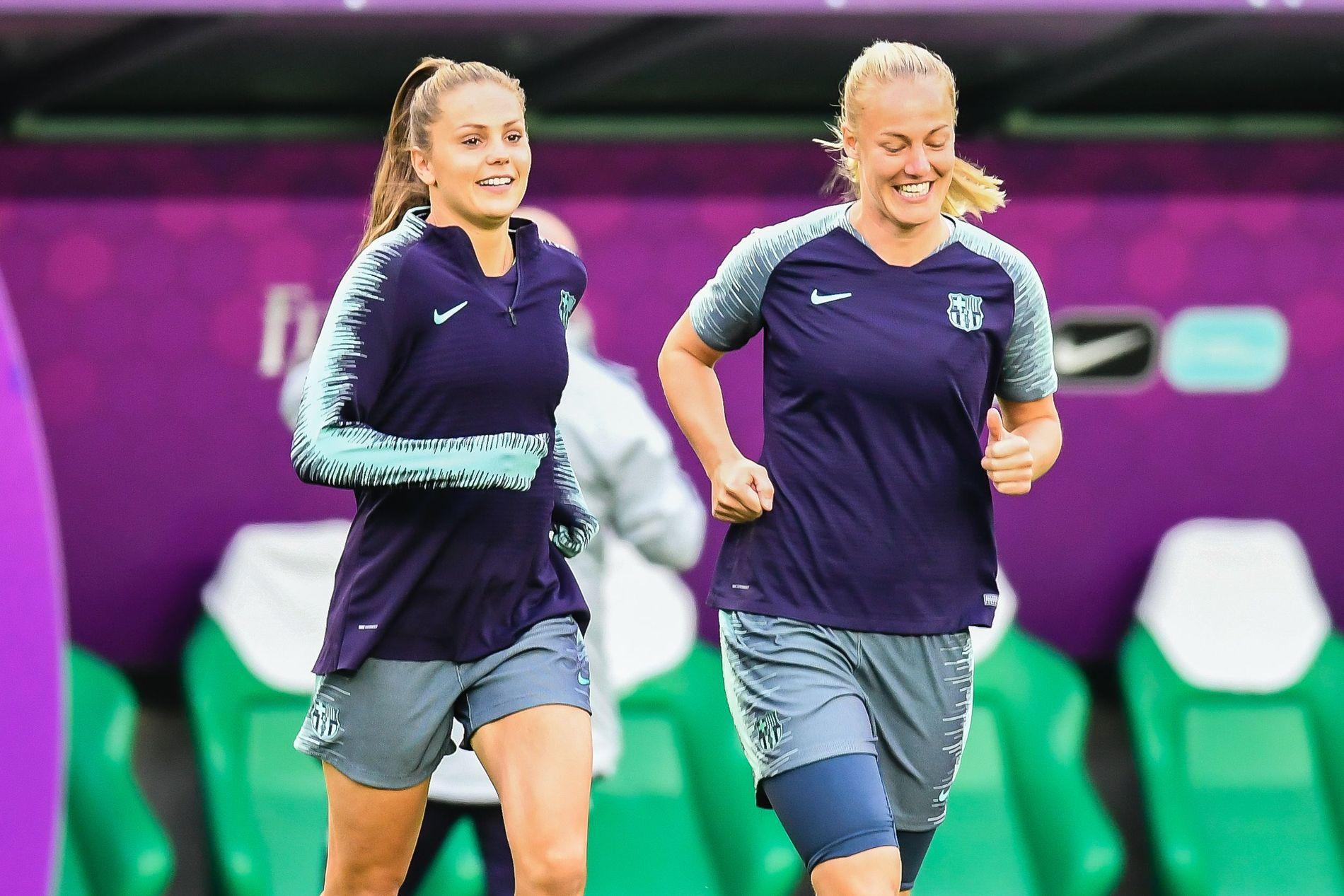 NEDERLANDSK DUO: Det er lang tradisjon for nederlandske spillere i Barcelona. Her er Lieke Martens og Stefanie van der Gragt under gårsdagens trening.