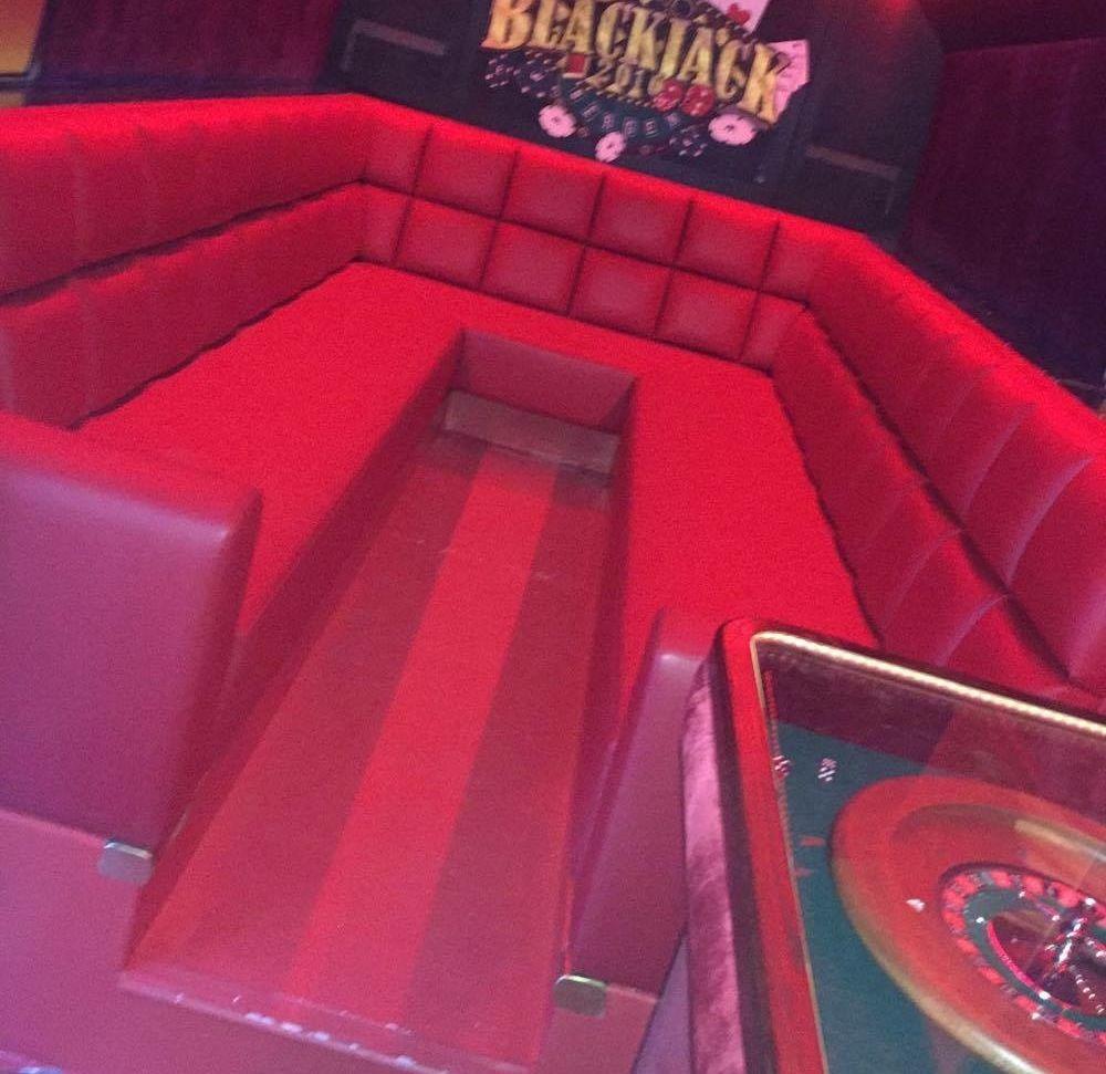 INTERIØRET: Blackjack jentene fra Bergen har satset på casinofølelsen i bussen