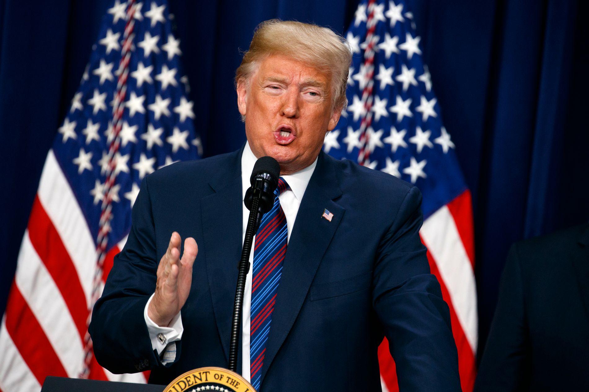 I GANG: Donald Trump iverksatte torsdag ekstratoll på stål og aluminium fra EU, Mexico og Canada. Nå møtes det av rasende protester og økte tollsatser på amerikanske varer.