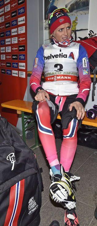 IKKE I TOPPFORM: Therese Johaug kjenner at formen ikke er like rå som før jul. Men hun er med og kjemper om 2. plassen sammenlagt i Tour de Ski. Her er Johuag i pressesenteret før pressekonferansen etter jaktstarten torsdag.
