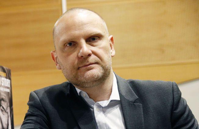 KRITISK: Frank Rossavik.