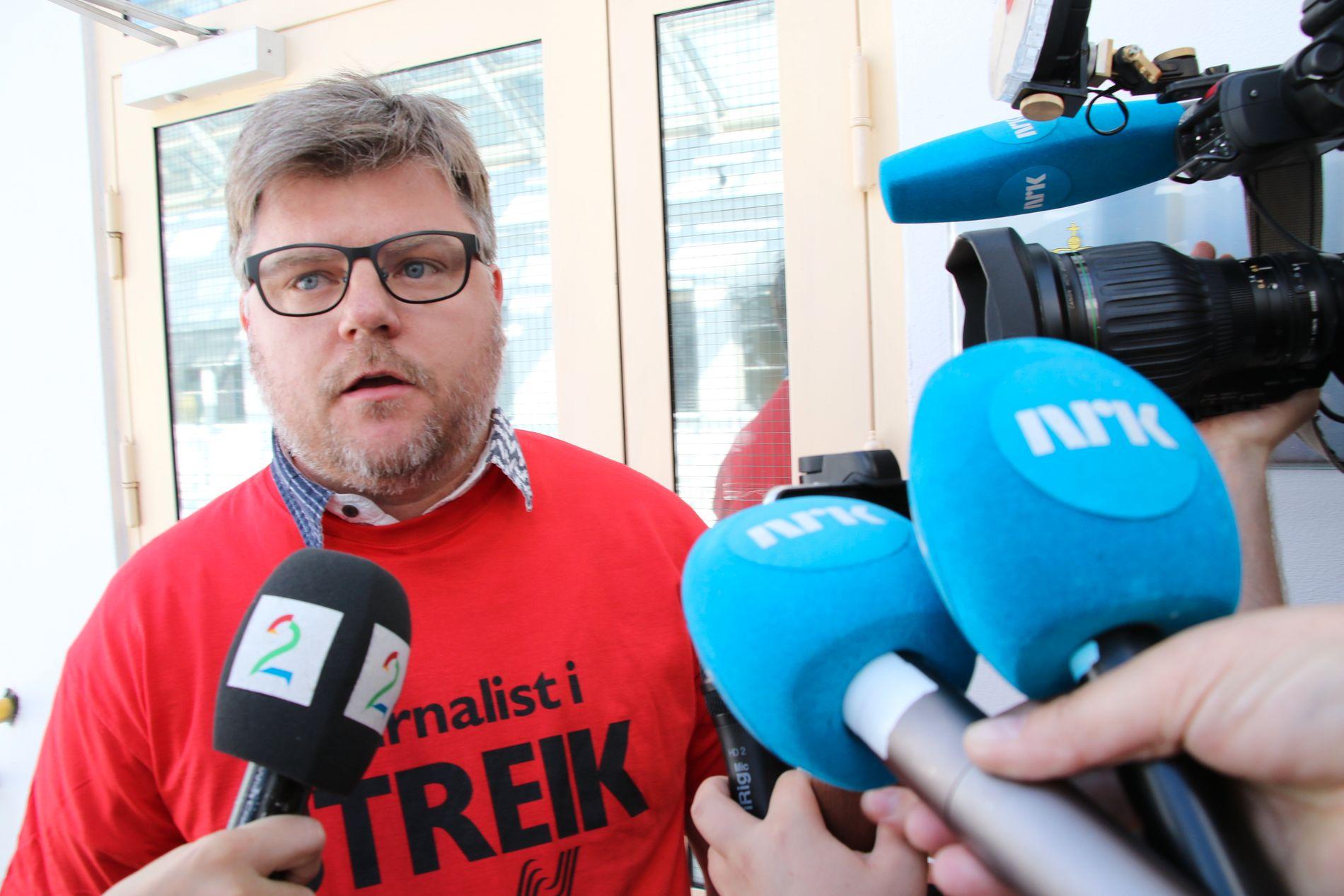 FORTSATT UENIGE: Richard Aune er klubbleder i NRK. Han mener NRK-lønnen bør sammenlignes med de største mediehusene, ikke de lokale.