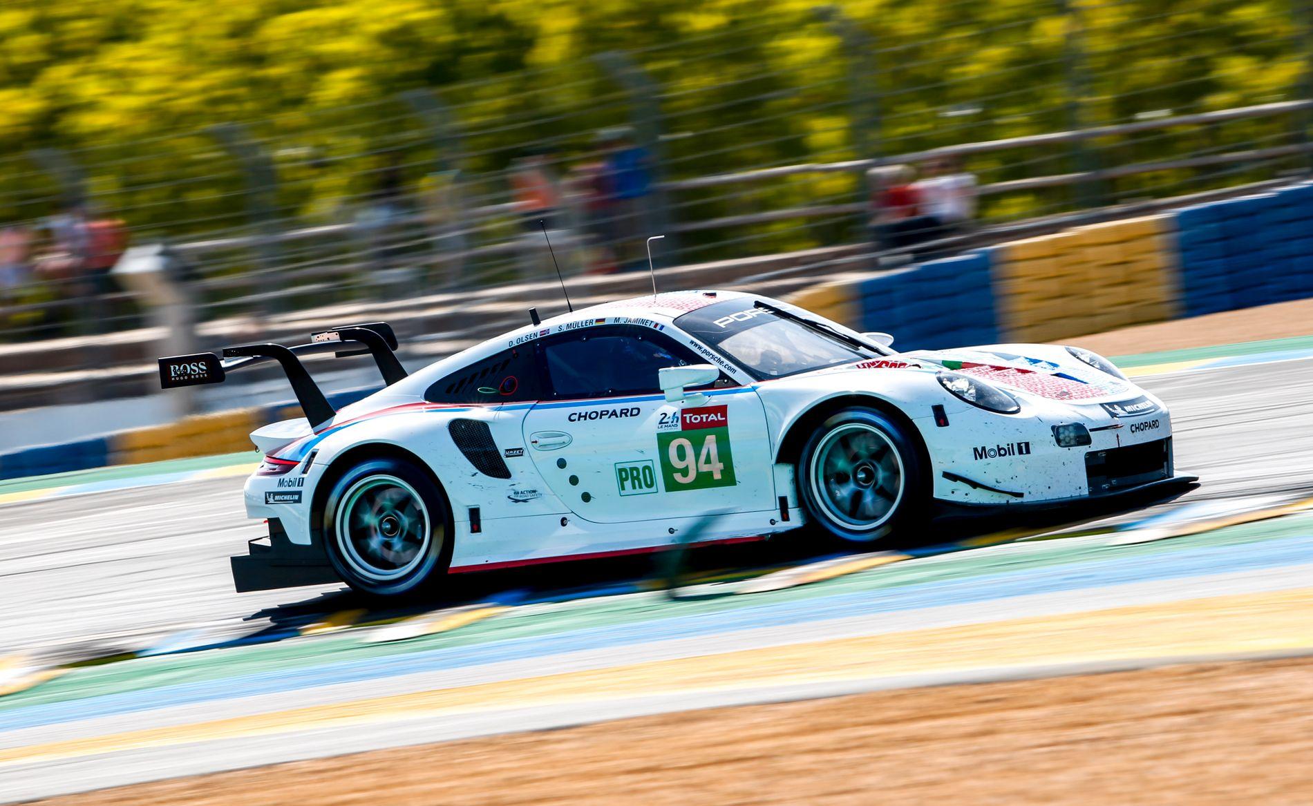 NUMMER 94: Dette er bilen til Dennis Olsen og hans to lagkamerater i det yngste Porsche-teamet.
