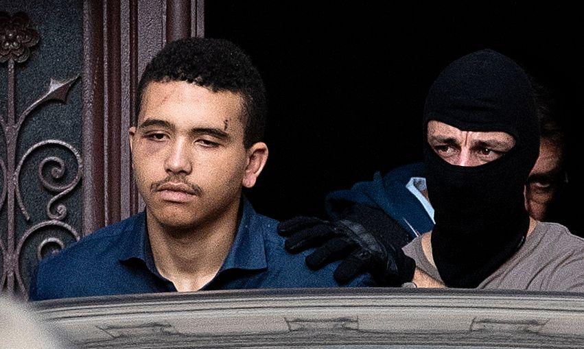 TATT I FRANKRIKE: Makaveli Lindén på vei ut av rettslokalene i Dijon i Frankrike 24. oktober.