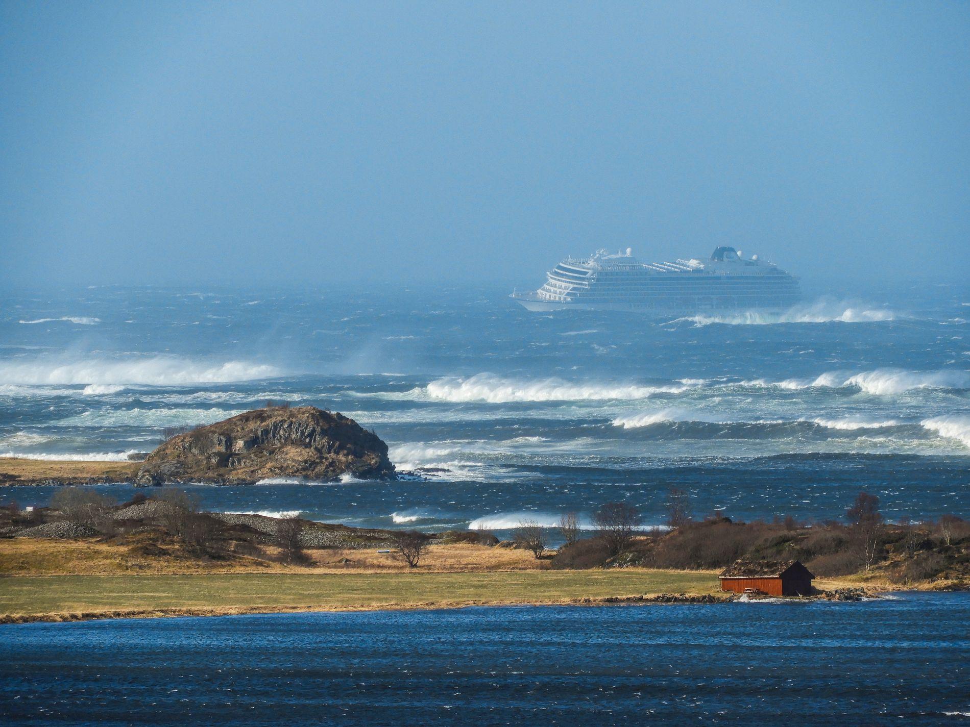 MAYDAY: Viking Sky sendte ut nødsignalet lørdag i 14-tiden.