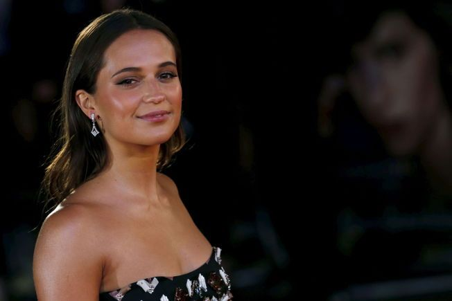 "Alicia Vikander poses as she arrives for the UK premiere of ""The Danish Girl"" at Leicester Square in London, Britain, December 8, 2015. REUTERS/Luke MacGregor"
