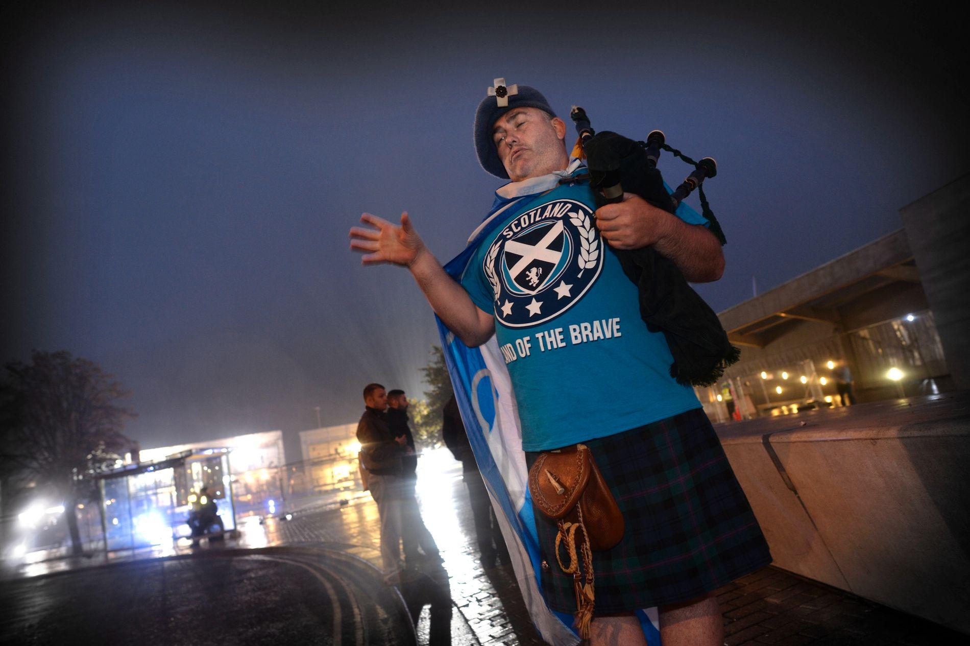 NY SJANSE TIL UAVHENGIGHET: Sekkepipeblåser Chris Davidson var skuffet da flertallet av skottene stemte nei til uavhengighet ved forrige valg. Om Storbritannia stemmer for å forlate EU, kan han få en ny sjanse.