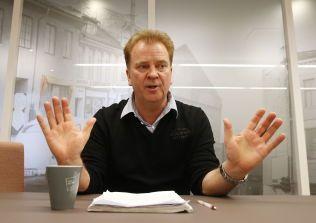 LEDER FOR PILOTENE: Leder Halvor Vatnar av Norwegian Pilot Union sier at han synes det å nekte de ansatte egenmelding er en underlig reaksjon.
