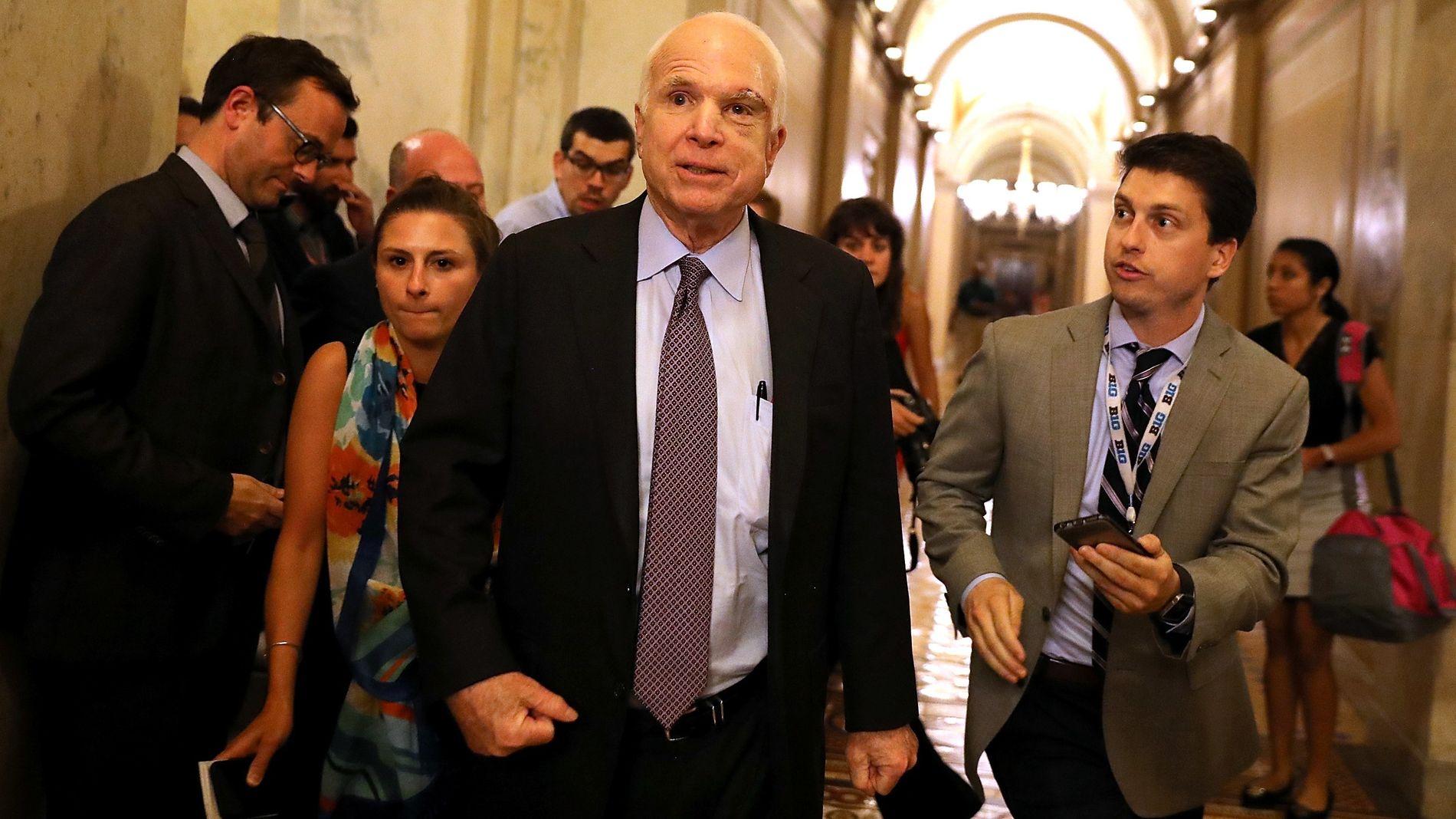 STEMTE NEI: Senator John McCains stemme ble avgjørende i nattens avstemming om å fjerne deler av Obamacare.