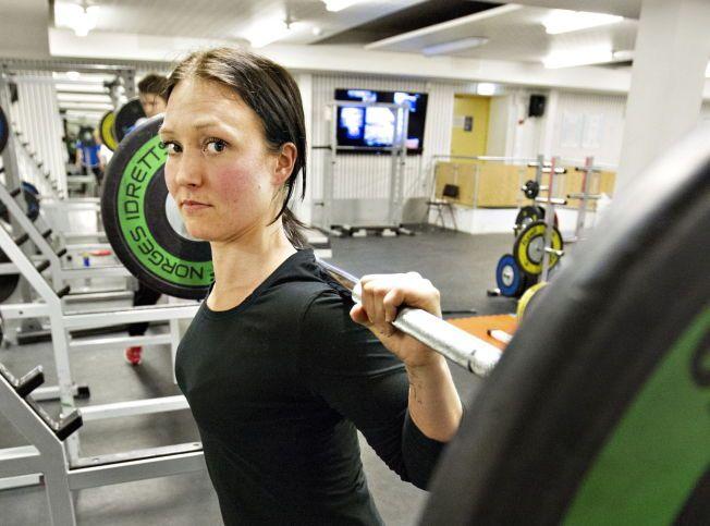 GLEDER SEG ENDELIG: Carina Holm (30) har over ti år bak seg med bulimi. Tidligere overspiste hun og kastet opp mye av julematen. I år gleder hun seg til feiringen, men må fortsatt jobbe mye med tankene for ikke å oppleve et tilbakefall.