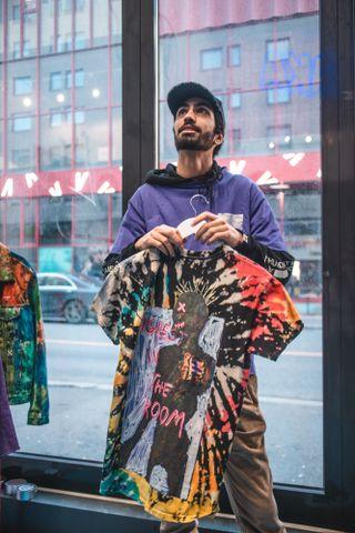 Enis Salimzadeh under pop-upen han hadde sammen med kompiser i Oslo forrige helg.