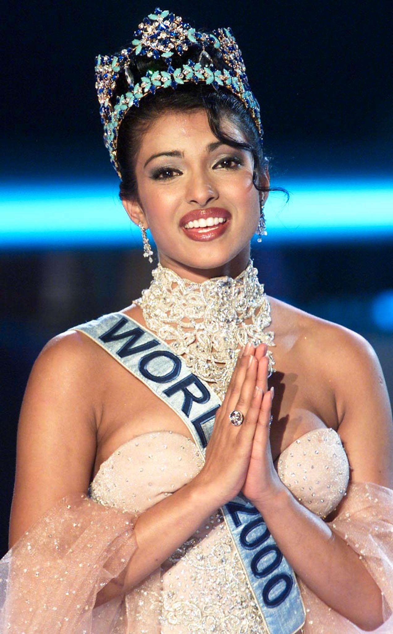 VINNER: Chopra på scenen etter å ha blitt kronet til Miss World 2000 i konkurranse med 94 andre misser.