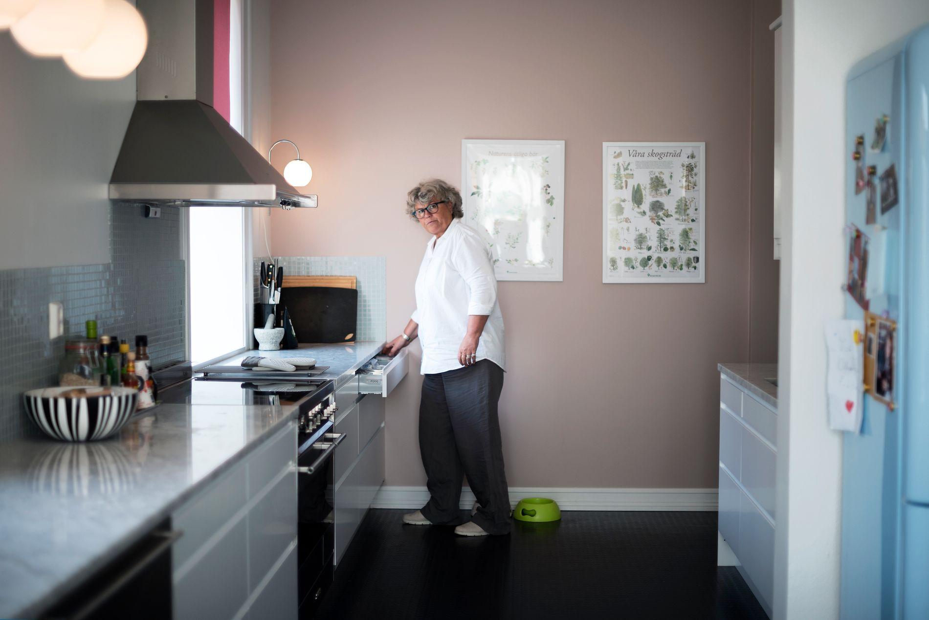 PUSSET OPP: Anne har kjøpt farens barndomshjem i Larvik - og her har hun og Tine pusset mye opp. Huset har stort kjøkken, to stuer, seks toaletter - og tre egne soveromssuiter med egne bad.