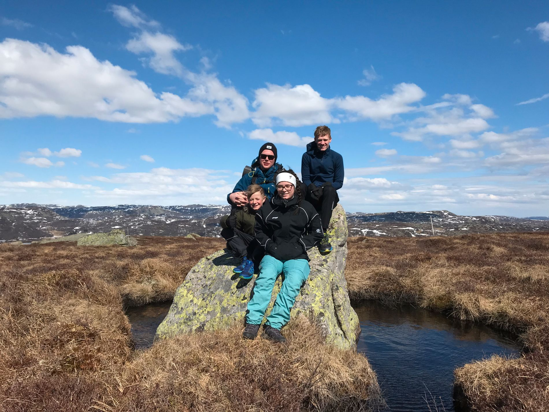 PÅSKEVÆRET: May Klungeland (43) har tatt med familien på fjelltur.
