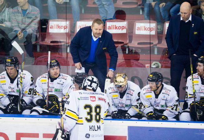 GULL TIL STAVANGER: Oilers-trener Petter Thoresen og hans lag er seriemestere. Det ble avgjort på Jordal Amfi mot Vålerenga.