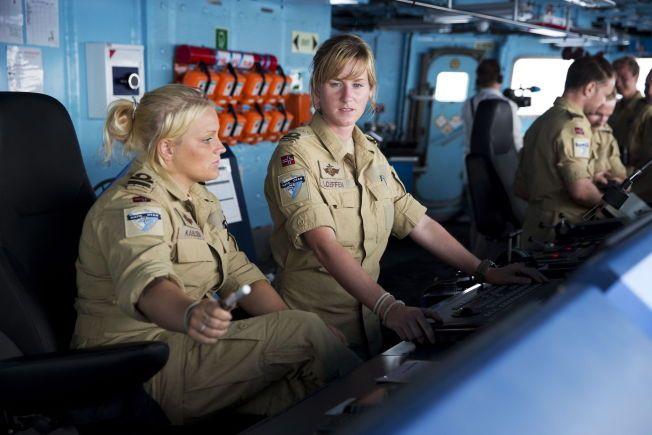 KVINNER PÅ BROEN: Adenbukta, Somalia 20130625. Rundt 20 kvinner tjenestegjorde ombord i KNM Fridtjof Nansen som ledet NATOs piratjakt i Adenbukta. Foto: Tore Meek / NTB scanpix